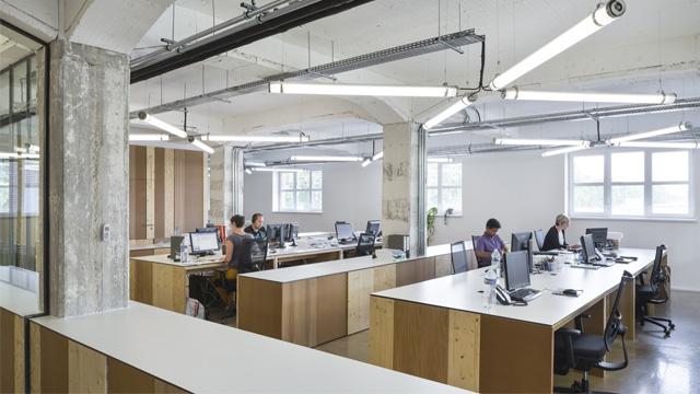 Lựa chọn ghế xoay giá rẻ Phát Phát cho không gian văn phòng hiện đại